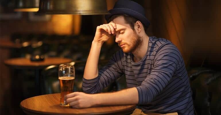 Можно ли пить алкоголь при запоре