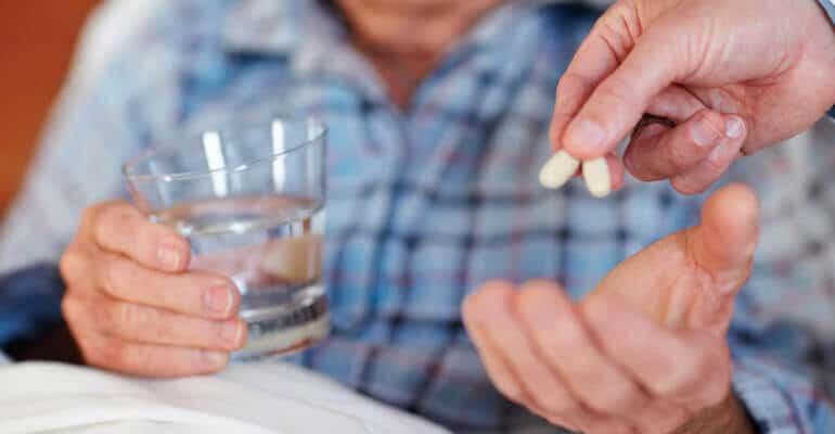 Нужна ли клизма лежачему больному при запоре?
