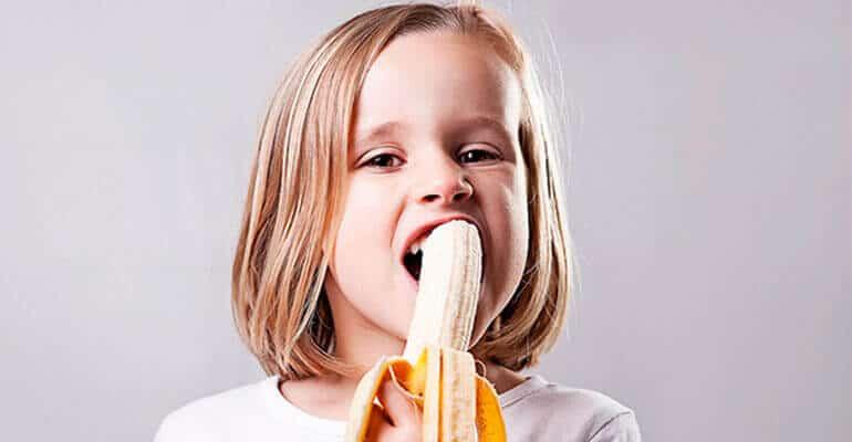 Возможен запор у ребенка от банана?