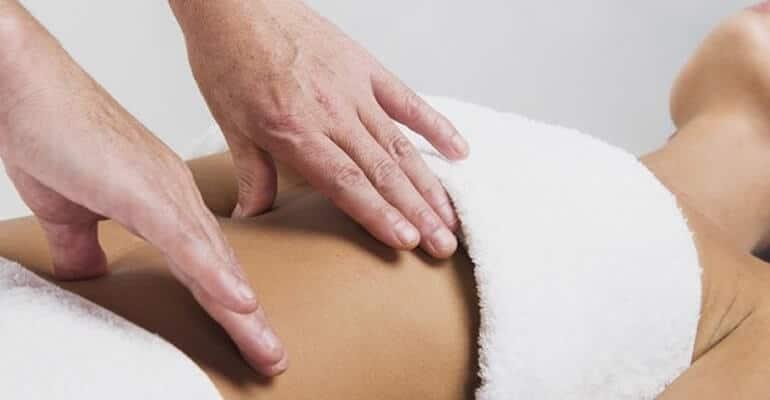 массаж при запорах видео