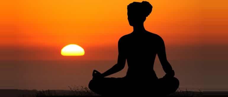 йога при запорах упражнения